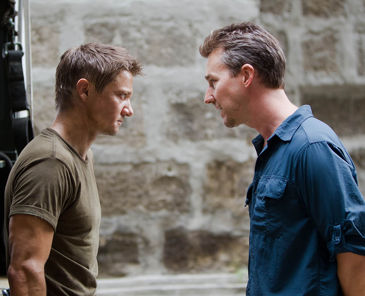 Foto Jeremy Renner y Edward Norton en El legado de Bourne